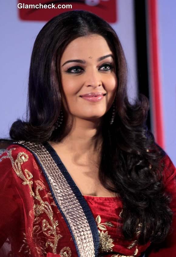 Abhishek And Aishwarya Rai Bachchan Display Obvious