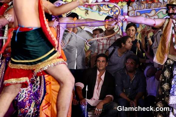 Akshay Kumar Celebrates Dussehra 2013 in New Delhi