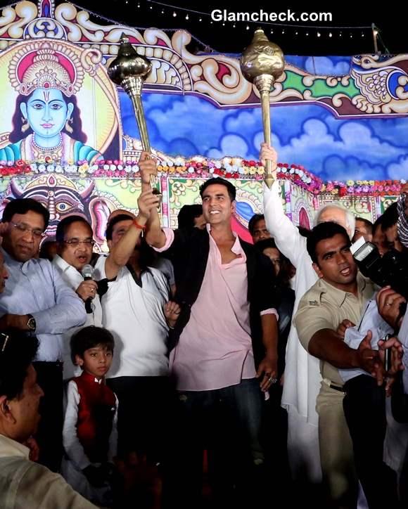 Akshay Kumar Celebrates Dussehra in Delhi