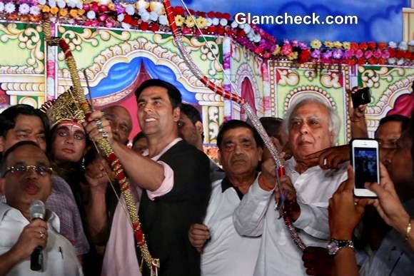 Akshay Kumar Celebrates Dussehra in New Delhi