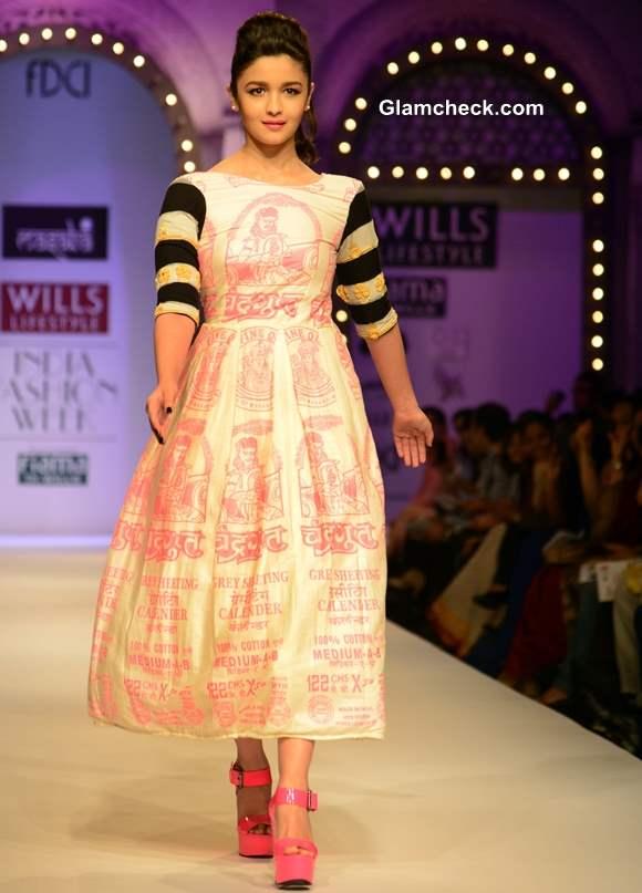 Alia Bhatt Walks for Masaba at Wills Lifestyle India Fashion Week 2013