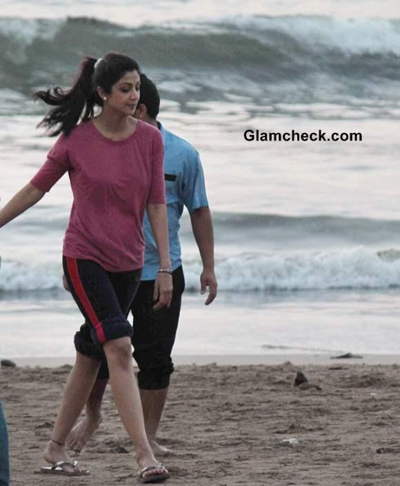 Celeb Spotting - Shilpa Shetty Takes a Stroll on Juhu Beach