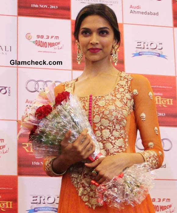 Deepika Padukone 2013 pictures Promotes Ramleela in Orange Anarkali