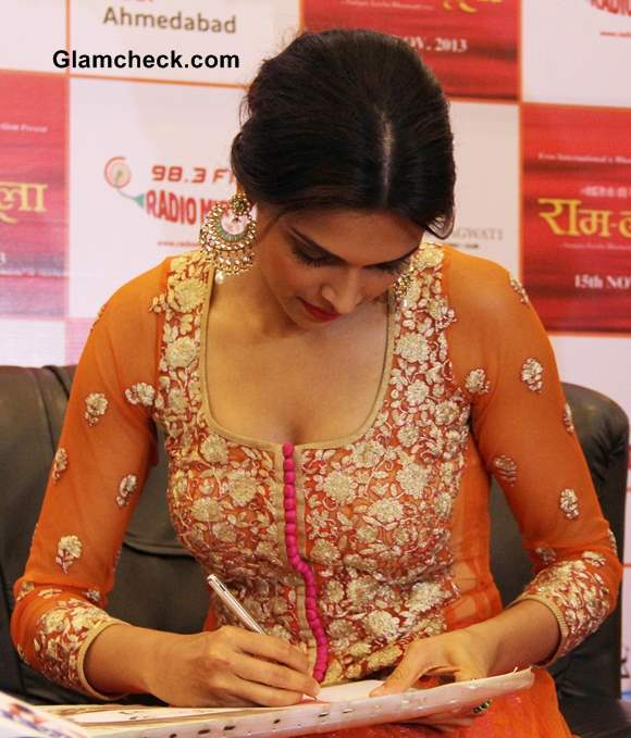 Deepika Padukone 2013 pictures Promotes Ramleela movie