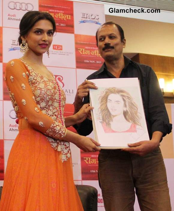 Deepika Padukone Promotes Ramleela in Orange Anarkali Suit