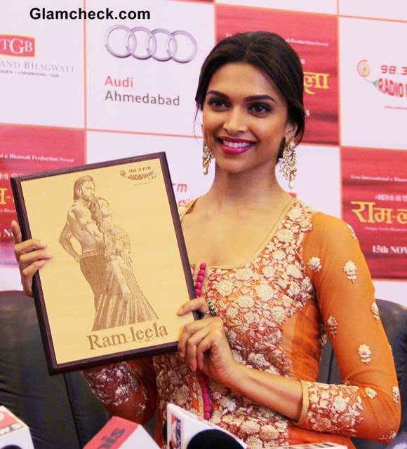 Deepika Padukone Promotes Ramleela in Orange Anarkali