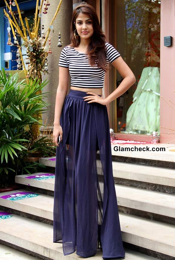 How to Wear Cropped Top with a Maxi Skirt