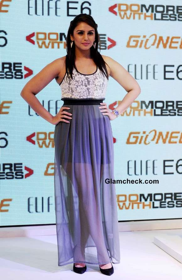 Huma Qureshi 2013 in skirt