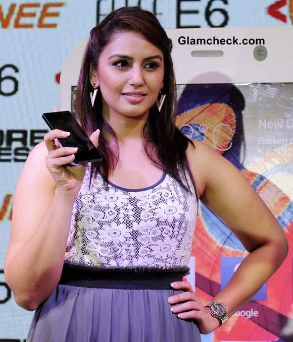 Huma Qureshi Launches Gionee New Elife E6 Smartphone