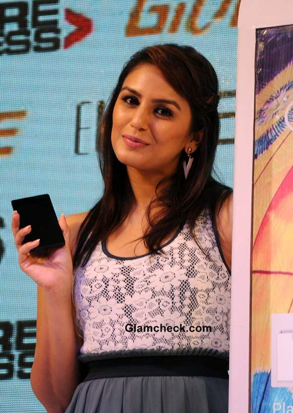 Huma Qureshi at Gionee New Elife E6 Smartphone launch