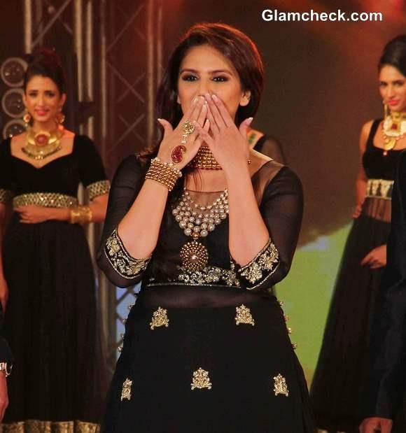 Huma Qureshi in Anarkali at 2013 IBBS Fashion Show