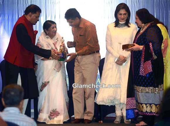 Lata Mangeshkar Receives First Yash Chopra Memorial Award 2013