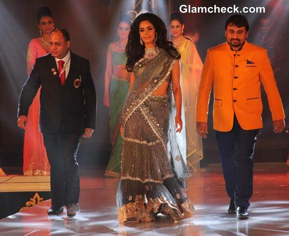 Mallika Sherawat at the 1st Bullion and Jewellery Awards 2013