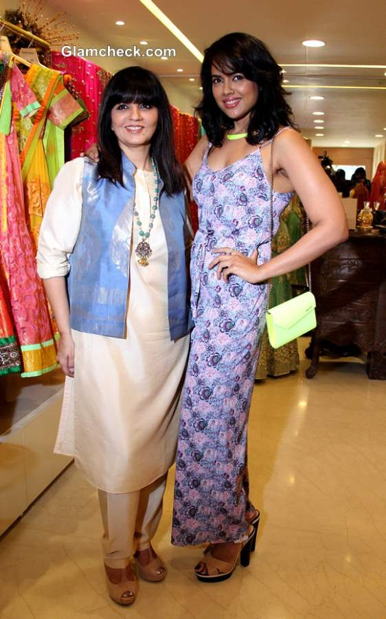 Neeta Lulla with Sameera Reddy during the preview of her 2013 bridal collection