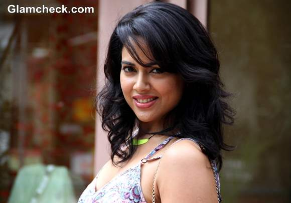 Sameera Reddy 2013 hairstyle pictures