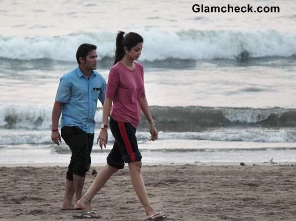 Shilpa Shetty at Juhu Beach pictures 2013