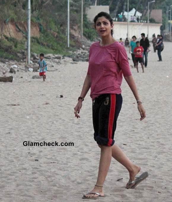 Shilpa Shetty seen at Juhu Beach