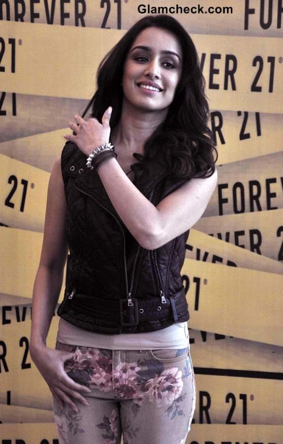 Shraddha Kapoor at Forever 21 Store Launch 2013 pictures