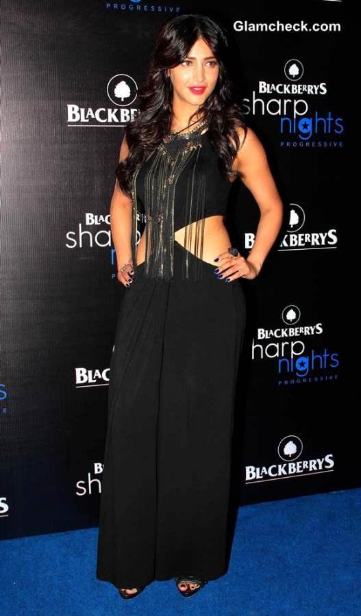 Shruthi Haasan black dress at Blackberry Sharp Night 2013