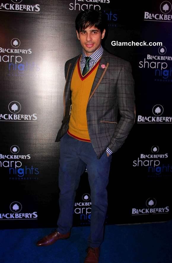 Sidharth Malhotra at Blackberry Sharp Nights 2013