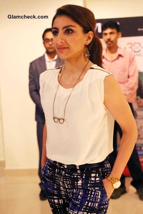 Soha Ali Khan Unveils Smallest LED 3D TV