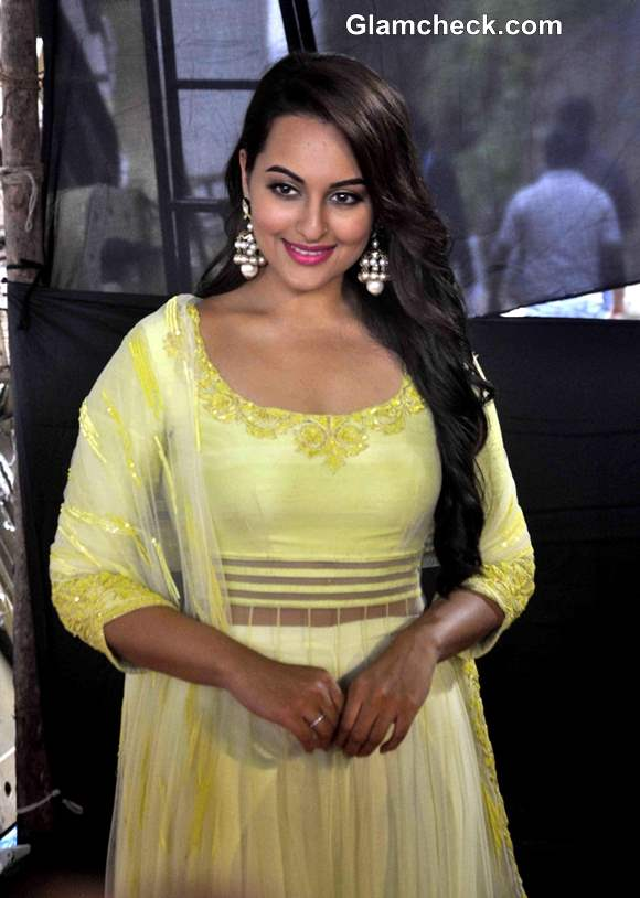Sonakshi Sinha 2013 at Diwali Celebrations