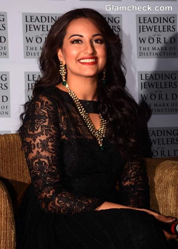 Sonakshi Sinha 2013 hairstyle makeup
