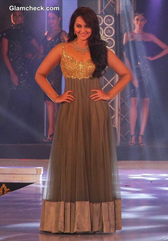 Sonakshi Sinha 2013at the 1st Bullion and Jewellery Awards