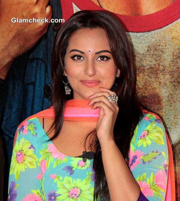 Sonakshi Sinha Look in R Rajkumar Movie 2013