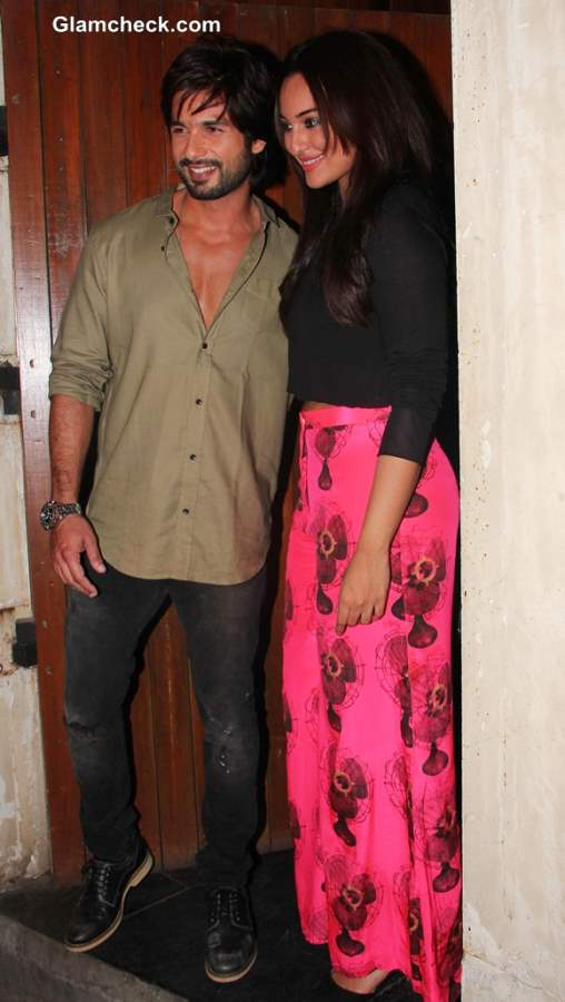 Sonakshi Sinha Shahid Kapoor at R... Rajkumar Wrap Up Party