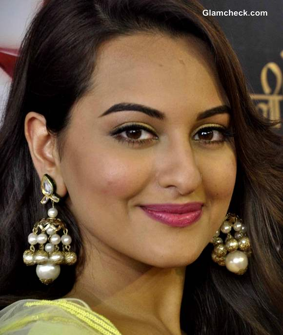 Sonakshi SinhaTraditional look at Star Plus Diwali Celebrations