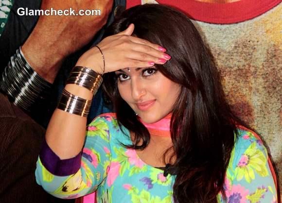 Sonakshi Sinha in R Rajkumar Movie 2013