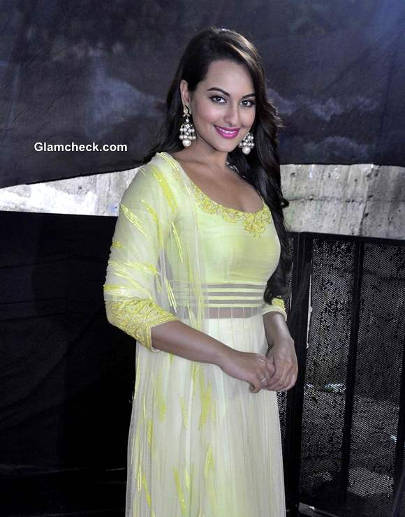 Sonakshi Sinhas look at Star Plus Diwali Celebrations