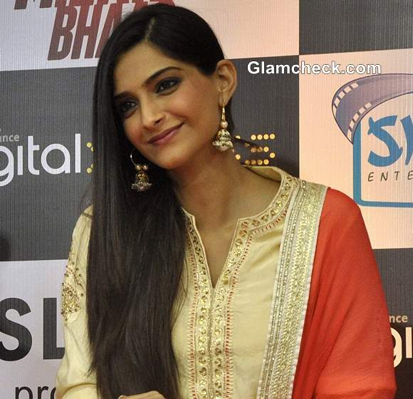 Sonam Kapoor 2013 hairstyle