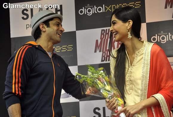 Sonam Kapoor Farhan Akhtar Launch Bhaag Milkhaa Bhaag on Home Video
