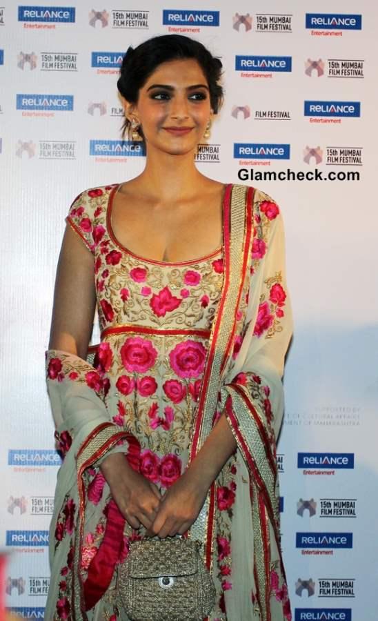 Sonam Kapoor In Salwar Kameez 2013 Promotes Little Big People at 15th Mumbai Film Festival