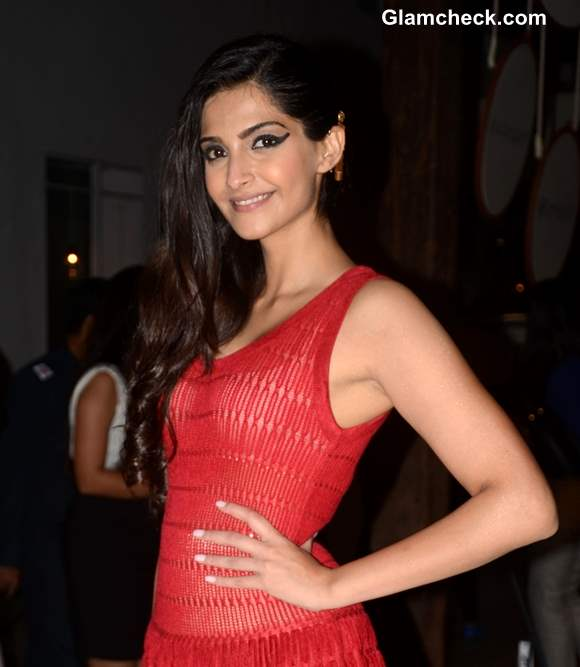 Sonam Kapoor Makeup Hairstyle 2013 at Le Mill Store Launch