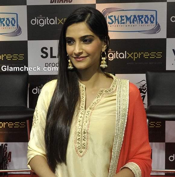 Sonam Kapoor Open Hairstyle 2013