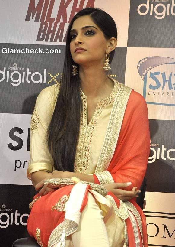 Sonam Kapoor in Salwar Kameez 2013 pics