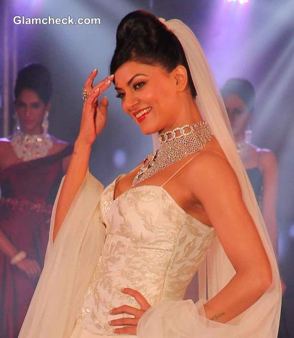 Sushmita Sen 2013 pictures at the 1st Bullion and Jewellery Awards