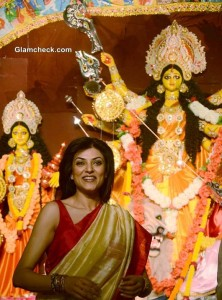 Sushmita Sen in Traditional Bengali Beauty Look for Durga Puja 2013 Celebrations