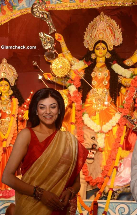 Sushmita Sen Traditional Bengali Beauty Look for Durga Puja 2013 Celebrations