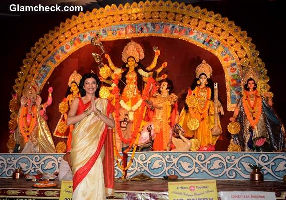 Sushmita Sen in Traditional Bengali Beauty Look for Durga Puja 2013