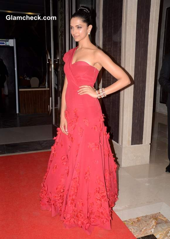 Deepika Padukone in Red Gown at 2013 Hello Magazine Awards