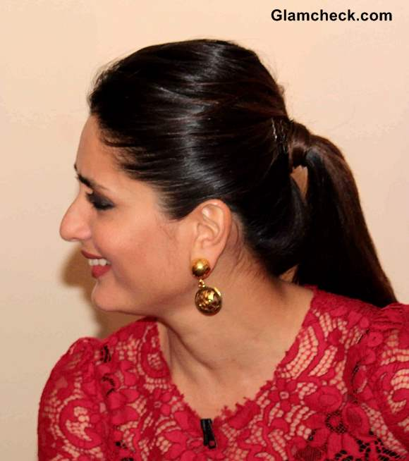Kareena Kapoor In Red Lace Dress On Kaun Banega Crorepati