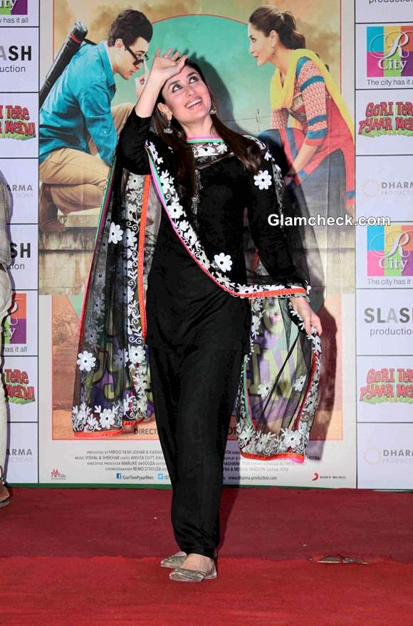 Kareena Kapoor in Black Salwar Kameez at Gori Tere Pyaar Mein