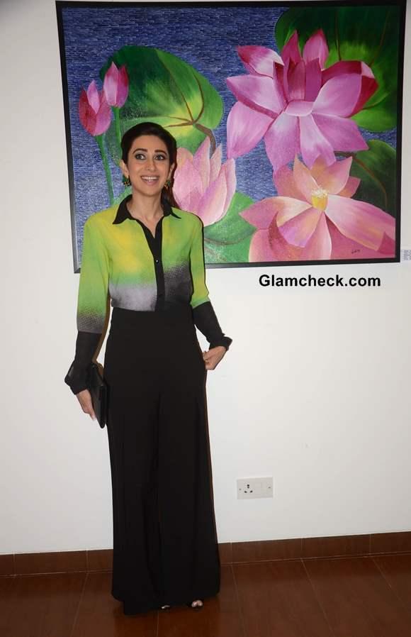 Karisma Kapoor in Green and Black at Bal Disha Art Exhibition