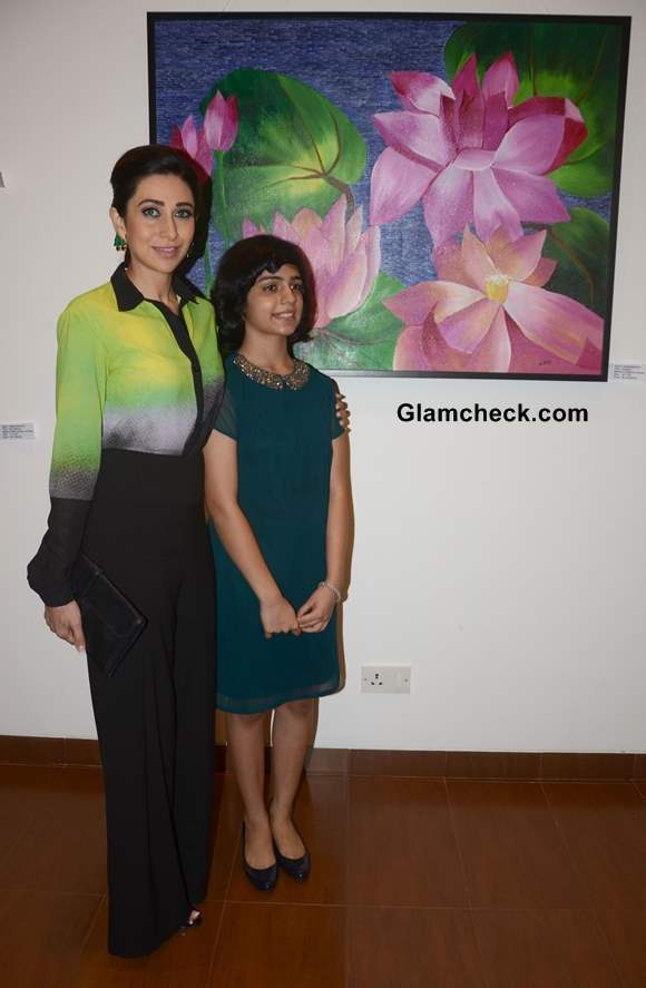 Karisma Kapoor with artist Vedika at Bal Disha Art Exhibition in Mumbai