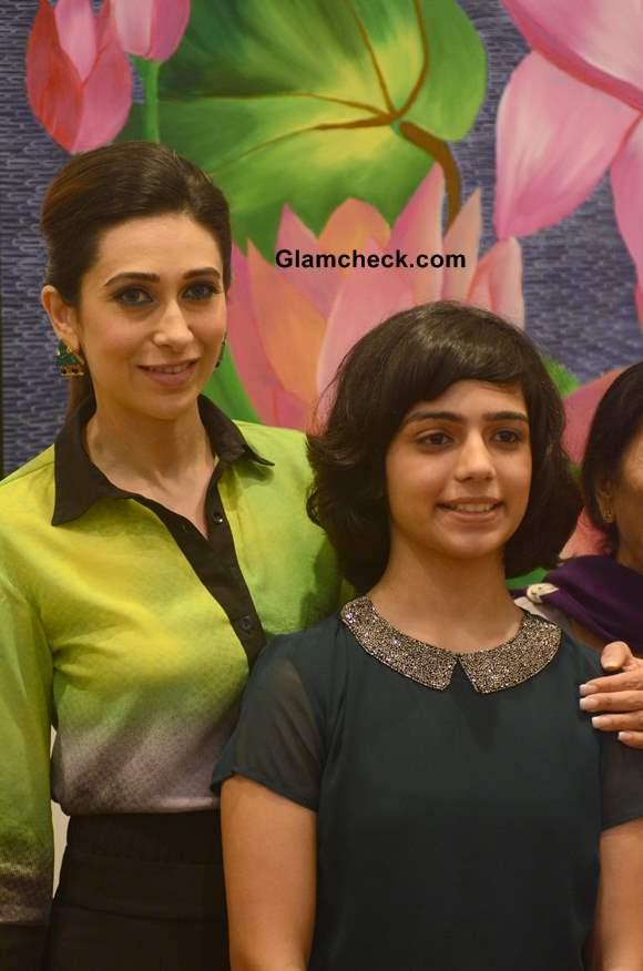 Karisma Kapoor with artist Vedika at Bal Disha Art Exhibition