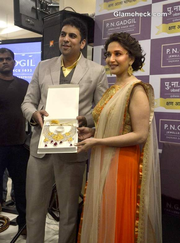 Madhuri Dixit at prize distribution ceremony of Kshan Ala Bhagyachya